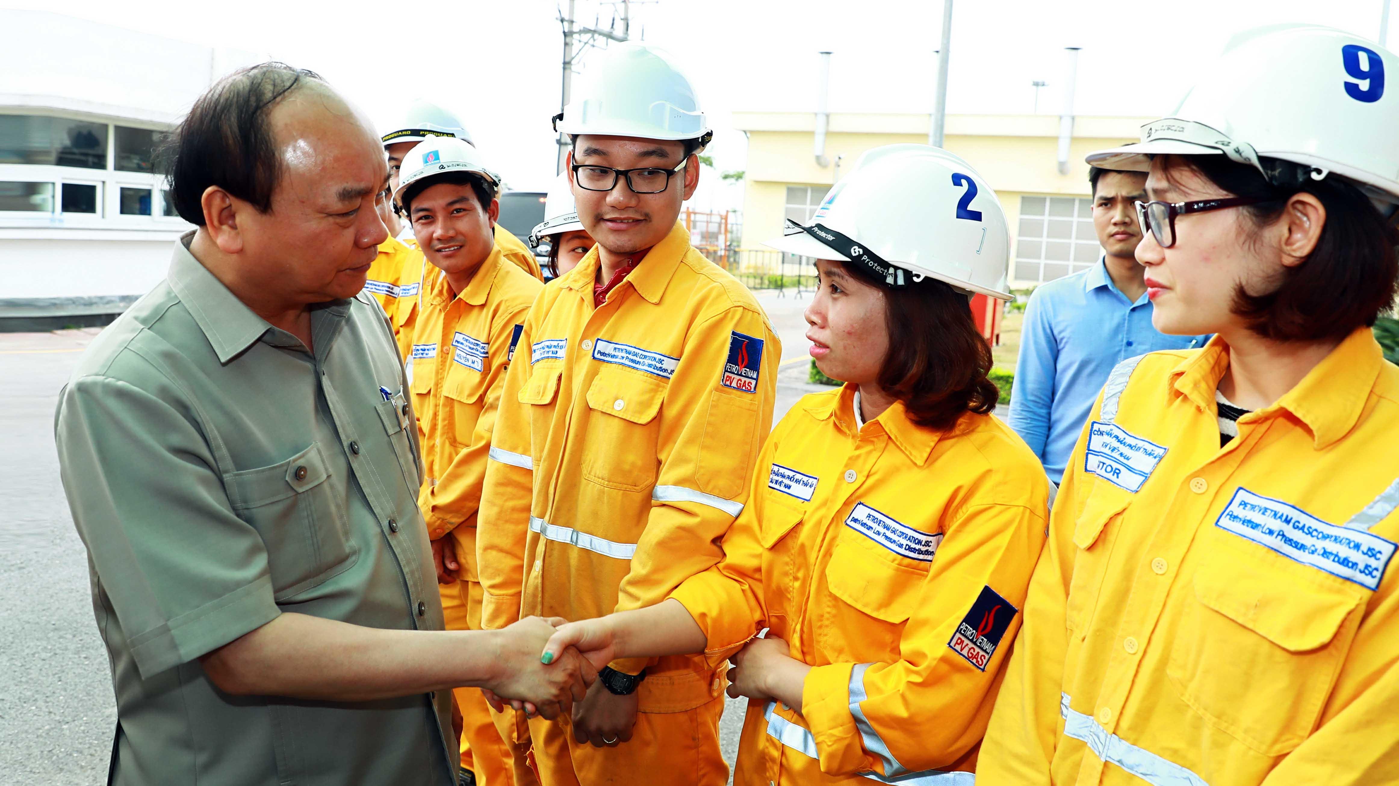Thủ tướng Nguyễn Xuân Phúc gặp gỡ người lao động PV Gas